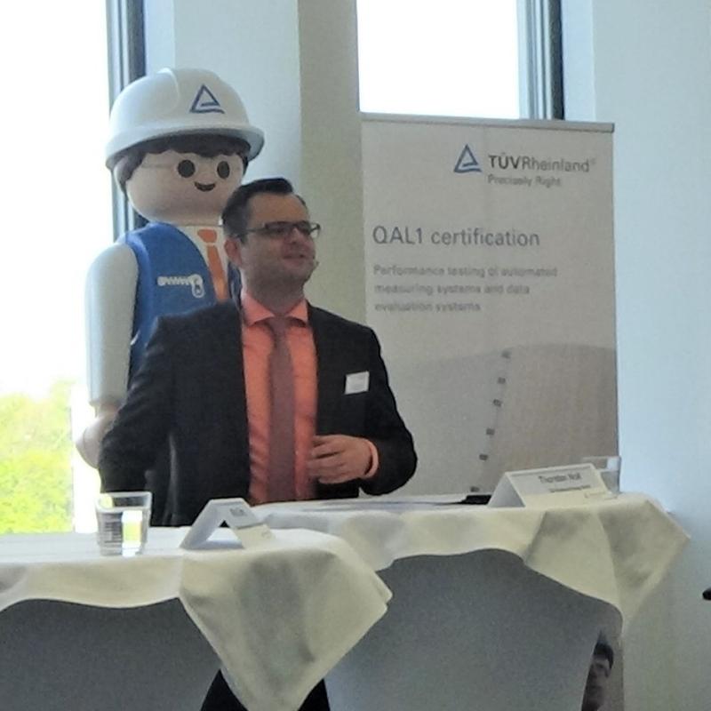 Wolfgang Zieger von der MHKW Wiesbaden GmbH und ich als Moderator