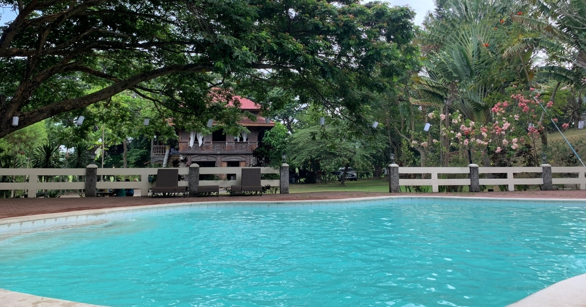 Ruhiges Haus mit Pool in einer kleinen Stadt
